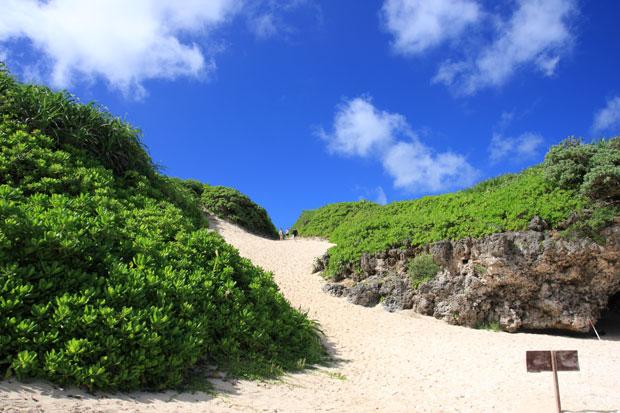 砂山ビーチ 急な坂道