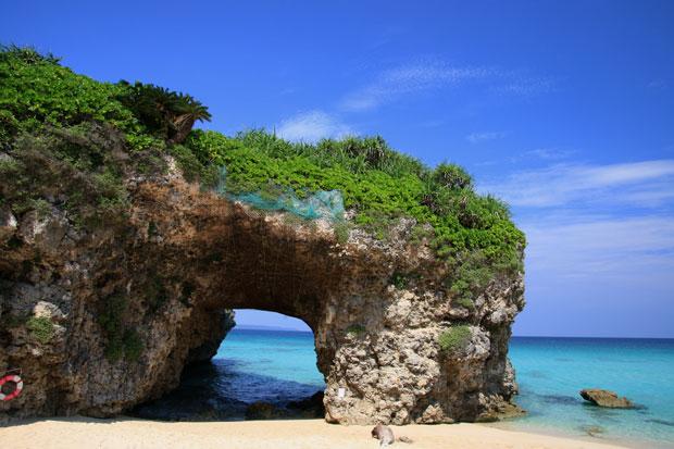 砂山ビーチ 天然のアーチ