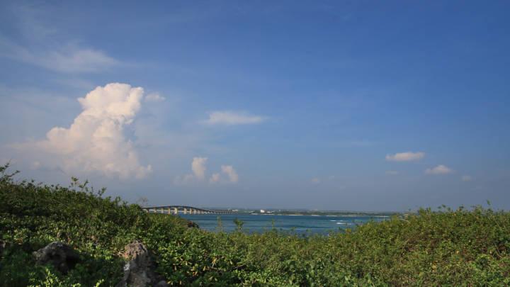 タコ公園から来間島を見る