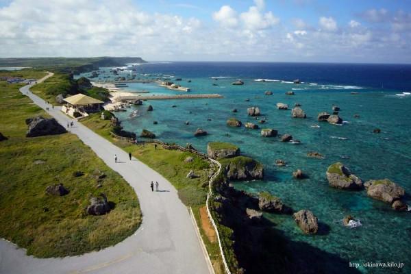 東平安名崎(ひがしへんなざき)灯台から眺める雄大な風景